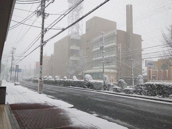 雪 道路 建物